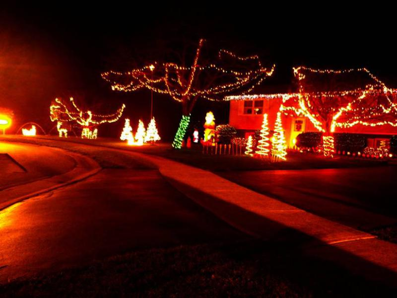 a reader writes this house has a lot of lights color changing and everything awesome display - Drive Through Christmas Lights Pa
